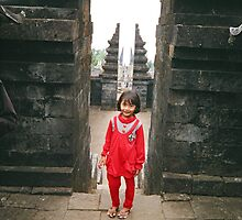 little  javanese  girl  at   candi ceto by taariqhassan