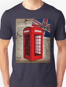 rustic grunge union jack retro london telephone booth T-Shirt