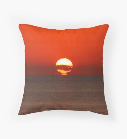 Refracted sunset II Throw Pillow