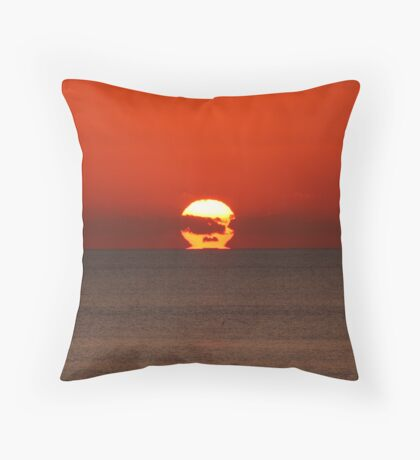 Refracted sunset III Throw Pillow
