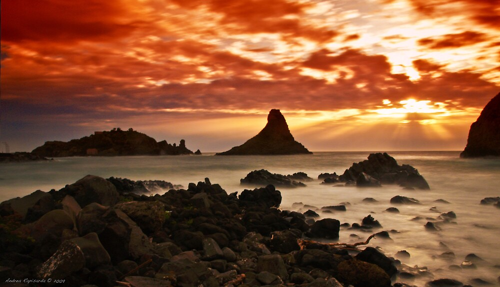 Acitrezza sunrise by Andrea Rapisarda
