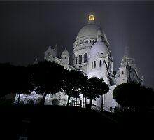 Sacré-Cœur dans le brouillard (Colour) by Patrick T. Power