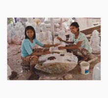 workshop of Buddha Statues, carving in marble T-Shirt