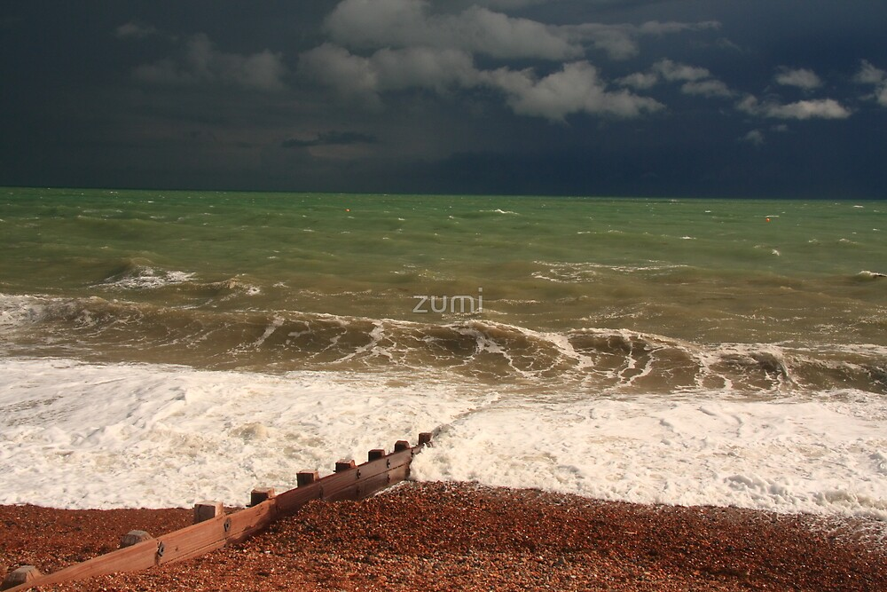 Colour of storm and sea by zumi