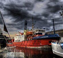 Stormy Seas by gibbut