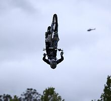 Who needs wings to fly? - Bathurst 2009 by GeoffSporne