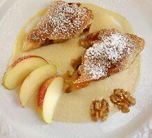 Apfelstrudel with Walnut and Cinnamon-Vanilla-Cream by SmoothBreeze7