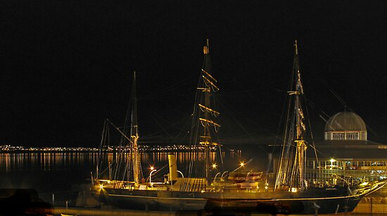 RRS Discovery at  night by Forfarlass