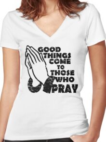 GOOD THINGS COME TO THOSE THAT PRAY Women's Fitted V-Neck T-Shirt