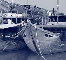 Hoi An boat scene by ladiluck