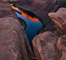 Red Dawn at Horseshoe Bend by Wilson Wyatt  Photography
