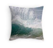 Backwash north shore noosa Throw Pillow