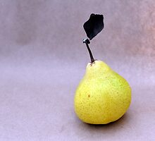 A Nice Pear by lisa1970