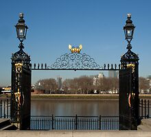 Greenwich pier gate by Sebastian Warnes