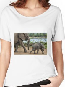 I CAN'T WALK FASTER ! - THE AFRICAN ELEPHANT – Loxodonta Africana Women's Relaxed Fit T-Shirt