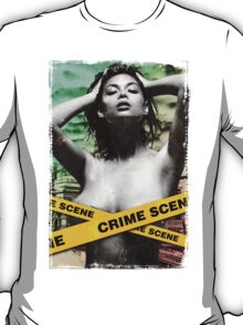 Crime scene girl brunette butt grunge black white city ny new york dirty blonde smile bondage love nasty pain T-Shirt