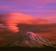 Rainier and clouds by James Duffin