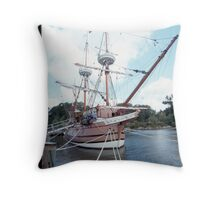 jamestown settment liveing history Throw Pillow