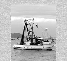 Fishing boats at Pearl Beach 1.2 Unisex T-Shirt