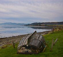 Upturned boat by the Moray Firth by ---Andy---