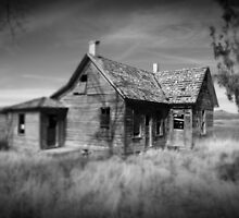 Run Down House by snapshotjunkie