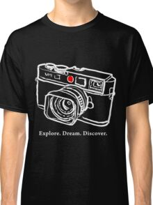 Leica M9 red dot rangefinder camera T-Shirt Classic T-Shirt