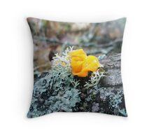 flower fongie Throw Pillow