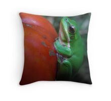 Baby frog on a tomato Throw Pillow