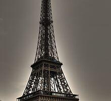Le tour Eiffel by Roxana Crivat