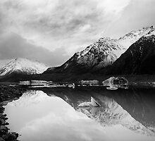 Tasman Lake by taylorswift