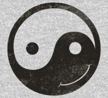 yin yang smiley Kids Tee