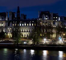 France - Paris 75004 - By night by Thierry Beauvir
