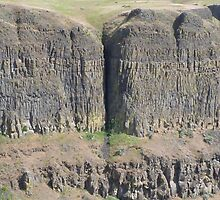 Palouse Falls Series - Crack in the earth! by wrsllc