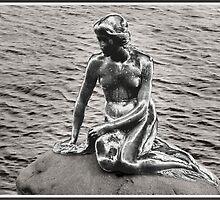 Little mermaid in chrome by Dirk Pagel