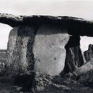 Poulnabrone Dolmen by jiriki