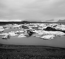 Glacial Ice at Jökulsárlón, Skaftafell, Iceland in Black & White by hinomaru