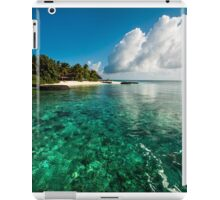 Emerald Purity. Kuramathi Resort. Maldives iPad Case/Skin