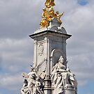 Victoria Memorial - London by Chris Monks
