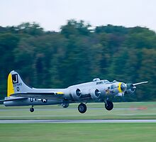 B-17 Bomber Take Off by doorfrontphotos