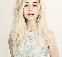 Emilia Clarke, Blonde by gameinn