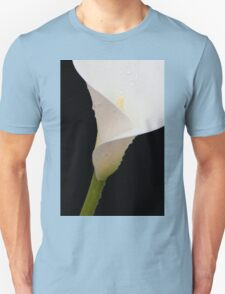 Diagonal white arum lily spattered with water T-Shirt