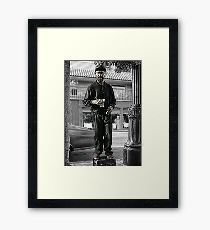 I NEVER MOVE! Framed Print