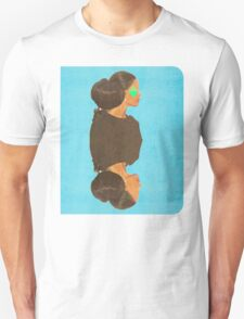 her eyes were none but her heart was as big as her hair Unisex T-Shirt
