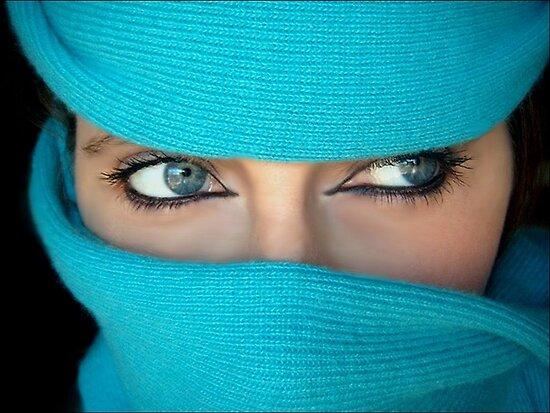 Mysterious glance by AleFletcher