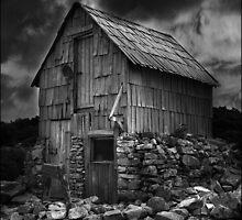 Kitchen Hut, Overland Track, Cradle Mountain, Tasmania by Ron C. Moss
