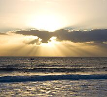 Sunrays over Back Beach in Bunbury by pennyswork