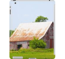 OLD BARN OUTSIDE GALENA, IN iPad Case/Skin