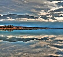 Lake reflection by zumi