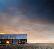 Sun meets the barn by pdumont