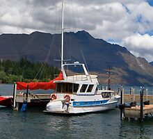 Floating on Wakatipu by glavery